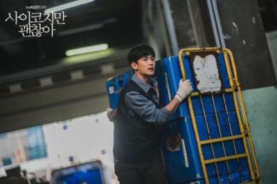 psycho2 キム・スヒョン、韓国ドラマ「サイコだけど大丈夫」の撮影写真が話題『軍隊に行ってきた顔なの?』