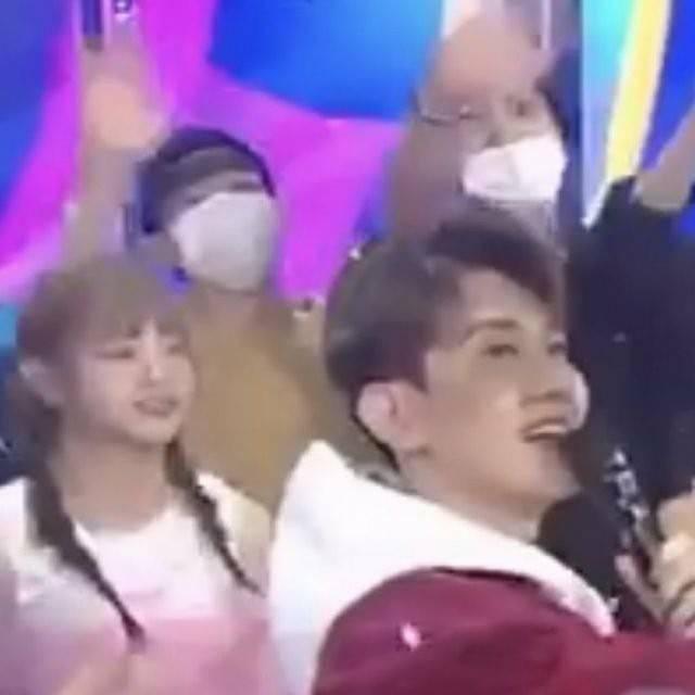 パパになったEXOチェン、音楽番組でサプライズ登場…韓国の反応は?