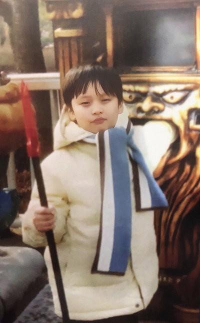 leeknow2 Stray Kidsスキズメンバーを人気順で徹底紹介!過去の写真も 【8人組】[韓国アイドル]