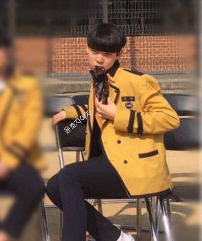 ATEEZ メンバーカラー ユンホ